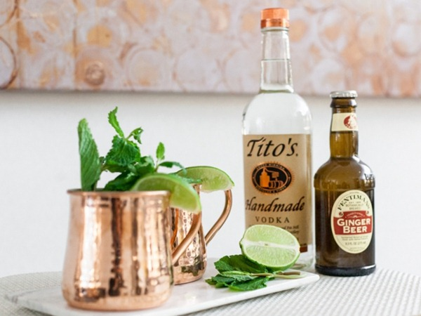 Moscow_Mule_copper_Mugs_Vodka_ginger_beer